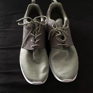 cf9d0afb3ec7 Nike Shoes - USED Nike Roshe Run Sneakers- JD Stone